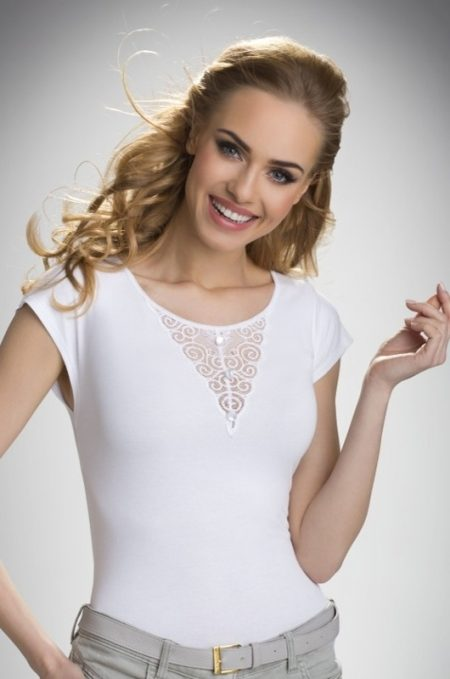BELA - biely top s čipkou vo výstrihu
