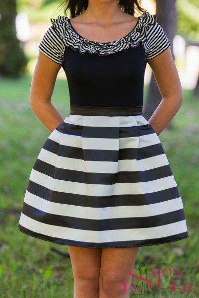 Saténová pruhovaná sukňa z dielne KTD STYLE