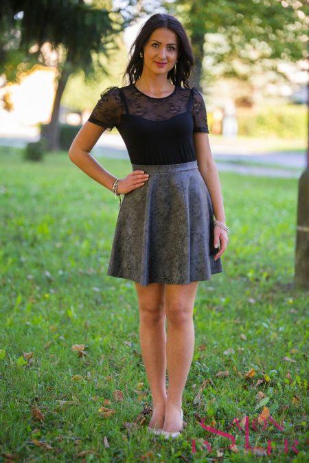 Koženková sukňa s krajkovým vzorom z dielne KTD STYLE