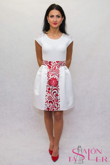 Saténová sukňa s folklórnou vsadkou z dielne KTD STYLE