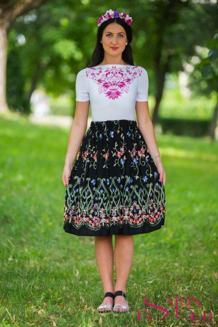 129c883f51ef Krátka čierna vyšívaná sukňa hustý vzor z dielne KTD STYLE