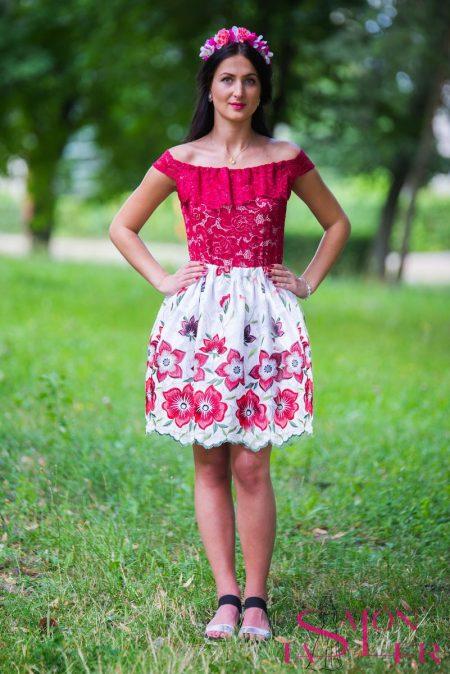 Mini vyšívaná sukňa červené kvety z dielne KTD STYLE