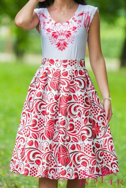 Krátka sukňa s červeným folklórnym vzorom z dielne KTD STYLE