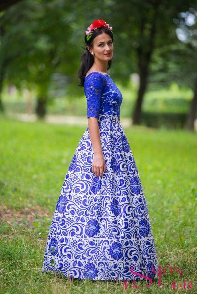Dlhá sukňa s modrým folklórnym vzorom z dielne KTD STYLE