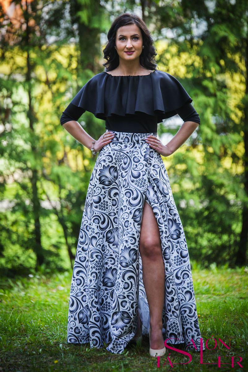 553abf5011 Kruhová FOLKLÓRNA sukňa BIELO-ČIERNA s preloženým rázporkom z dielne ...