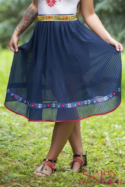 Plisovaná sukňa s folk.aplikáciou z dielne KTD STYLE